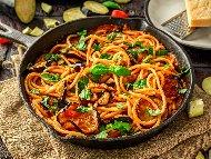 Талиатели или спагети ала Норма със сирене рикота, патладжани, домати и босилек
